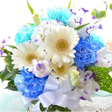お供え用 アレンジメント SilentBlue (カーネーションとガーベラのフラワーアレンジメント) 白 ブルー系 お供え、お悔やみ、お盆、お彼岸、命日、法事