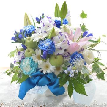 メモリアル アレンジ BlueAnniversary (カーネーションのフラワーアレンジメント)ブルー系 誕生日、結婚記念日、お祝い