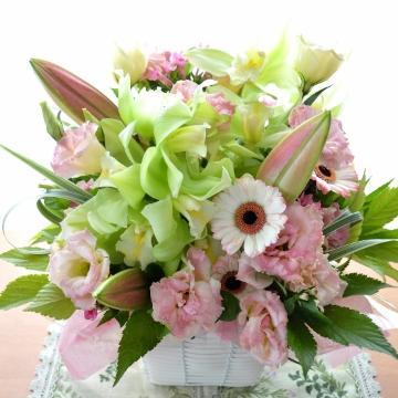 メモリアル アレンジメント PinkSweet (蘭とユリのフラワーアレンジメント)ピンク系 誕生日、結婚記念日、お祝い、母の日、敬老の日