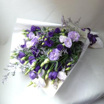 <フジテレビフラワーネット> 紫のお供え花束画像