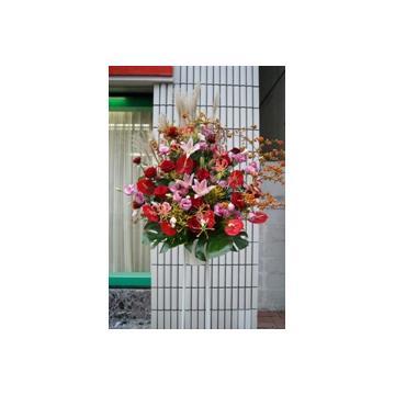 お祝いに華やかなスタンド花