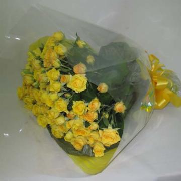 元気を運ぶ黄色バラのブーケ