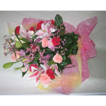 バラとハイブリットユリの豪華な花束