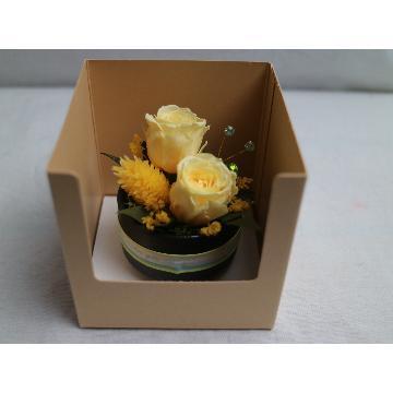 <フジテレビフラワーネット> 陶器の器に黄色いバラ2輪画像