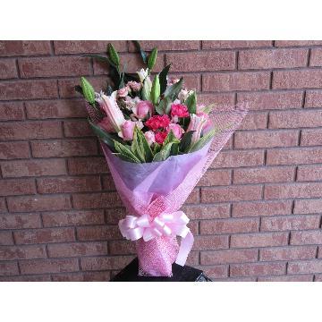 ユリとバラとオンシジュームの華やか花束