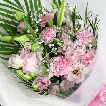 ユリとカーネーション優しい感じの花束