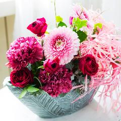 バラとカーネーションのプレミアムアレンジメント「ルビーピンク」器グレー