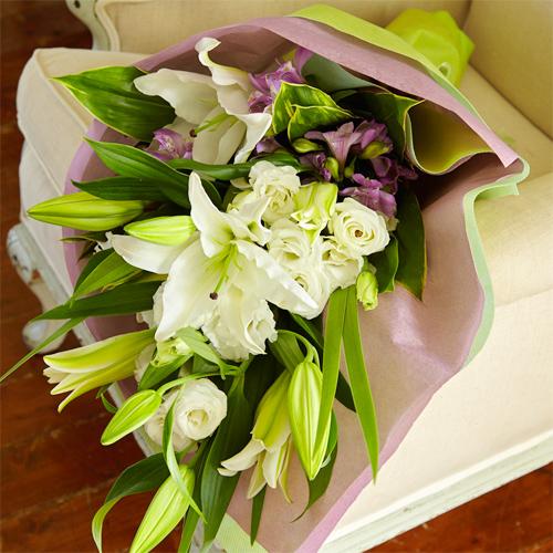 オリエンタルリリーとトルコギキョウのお供え花束