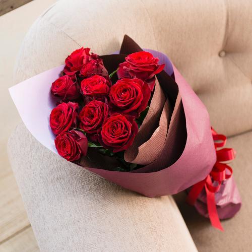 赤バラのシックな花束