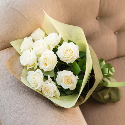 白(ホワイト)バラのシックな花束