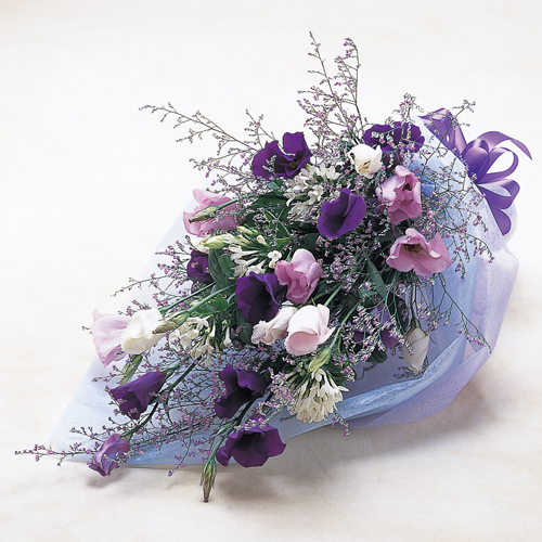 <フジテレビフラワーネット> トルコギキョウのノーブルな花束