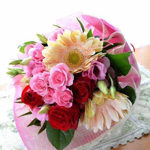 プチ贅沢なブーケ PinkRed (バラとガーベラの花束) ピンク赤系