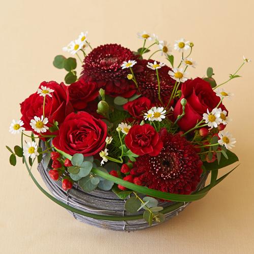 送料無料】バラとガーベラの赤色アレンジメント」